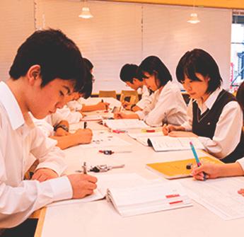 学籍管理ページでは、報告課題レポートやメディア学習報告課題レポートの提出状況や合格状況が確認できます。